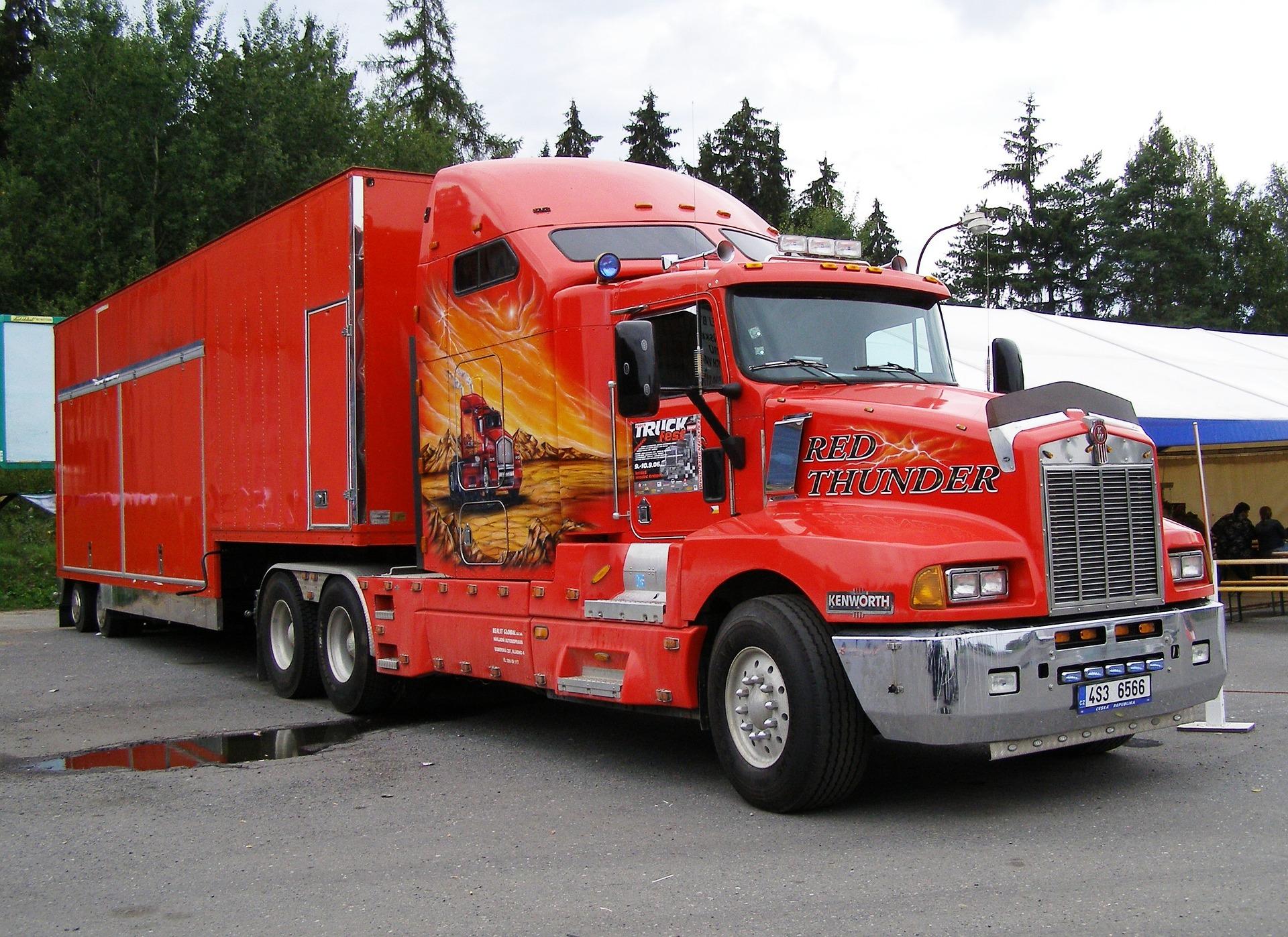 Kierowca ciężarówki - praca dla fanów dużej mocy